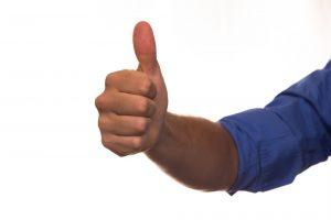 Gebruik de natte duim methode om verschillende soorten leder te herkennen.